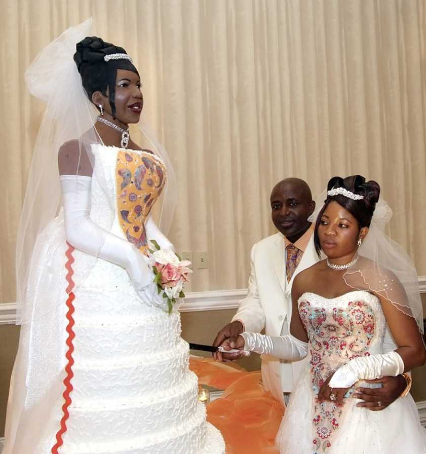Bride S Life Size Wedding Cake Shaped Like Herself Puts